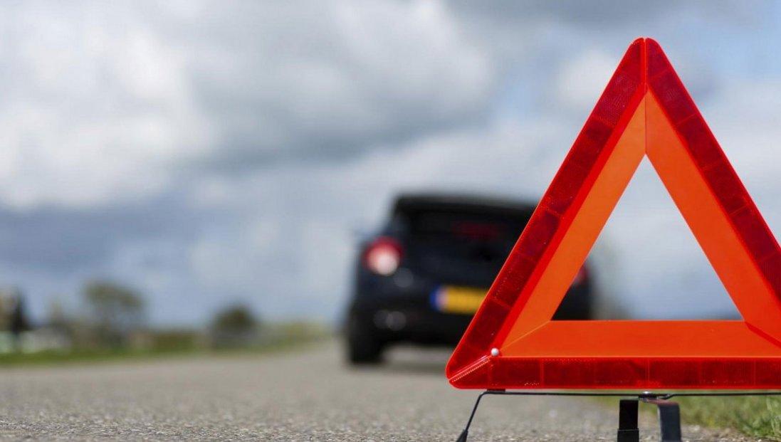 У Луцьку автомобіль протаранив магазин, водій втік