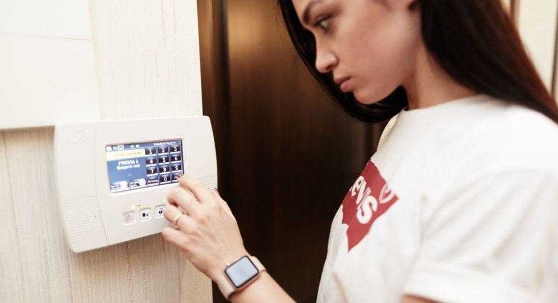 Безпека й захист будинку в Рівному: в кого замовляти ці послуги