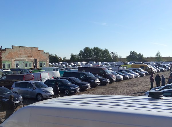 Сучасна парковка на авторинку
