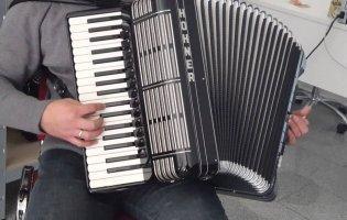 У Чернівцях ветеринар заспівав з псом українську народну пісню