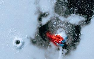 У Дніпрі чоловік потонув та вмерз у лід