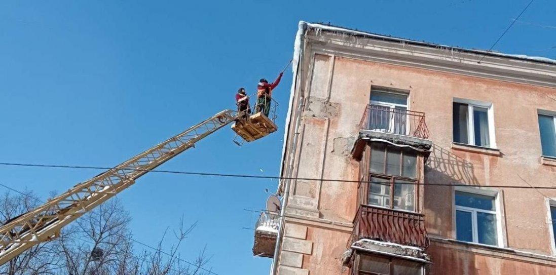 У Києві з бурульками борються альпіністи