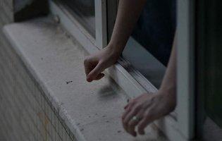 У Києві дитина випала з 16-го поверху будинку