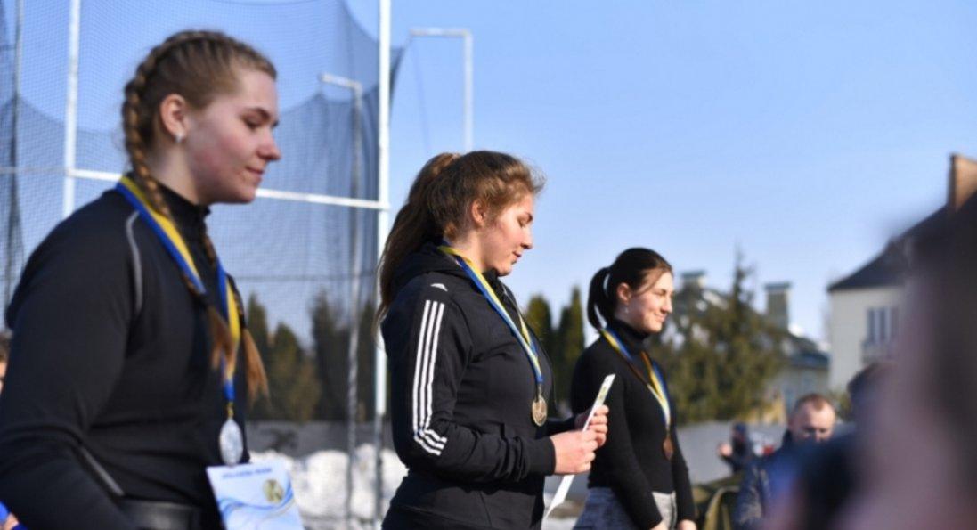 Як у Луцькому НТУ відбувається Зимовий чемпіонат України з легкоатлетичних метань