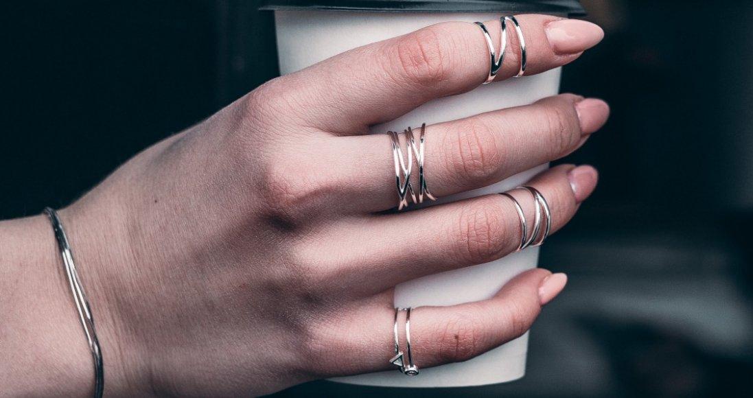 На якому пальці носити перстень і що це означає: пояснення психологів
