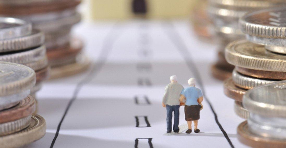 Кому і коли в Україні збільшать пенсії