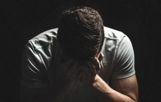 Обмовив колишнього друга і лише перед смертю розповів правду його сину