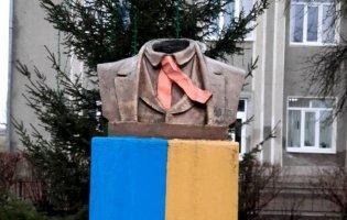 На Прикарпатті пам'ятнику Шевченка відрізали голову