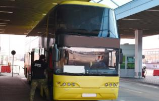 Автобус зукраїнцями непустили в  Польщу через інфікованого