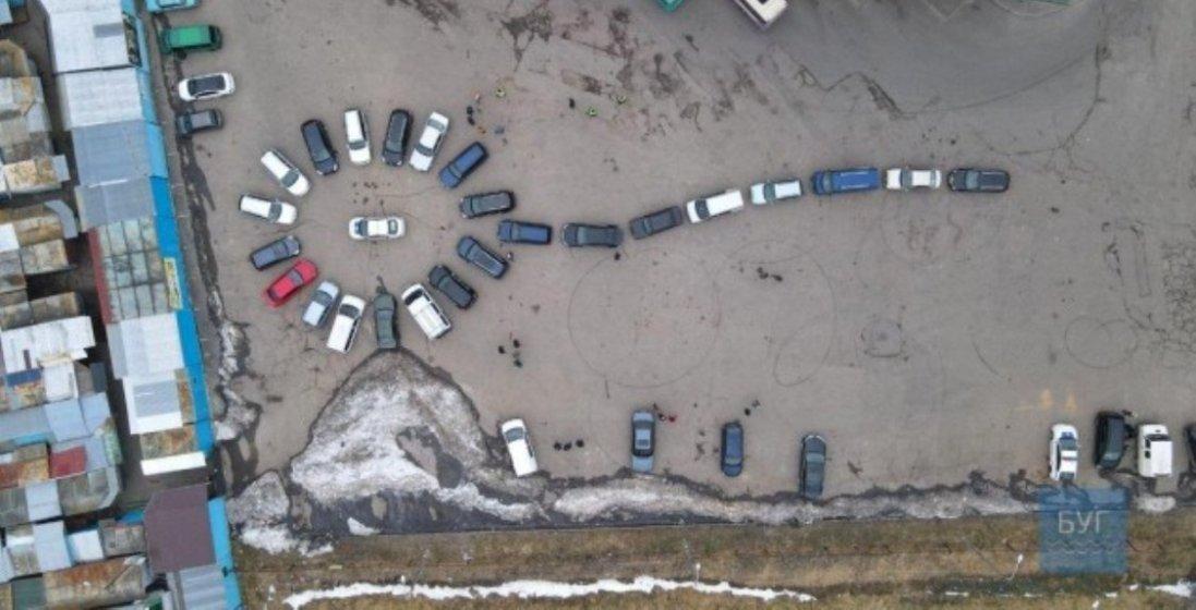 На Волині до 8 березня автомобілісти створили оригінальний подарунок