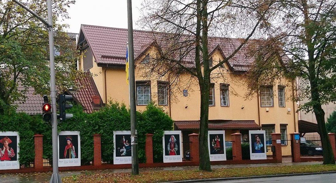Консульство України у Польщі тимчасово призупинило свою роботу