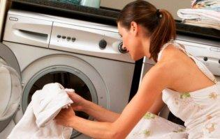 Ці помилки спричинюють плями на одязі після прання