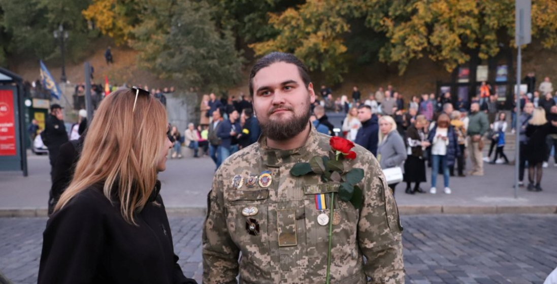 Побиття шибок в ОП: колишнього військового відправили під домашній арешт