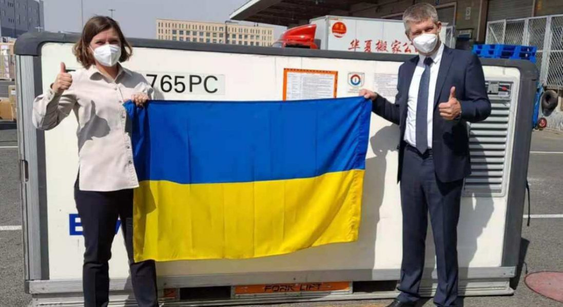 В Україну відправили першу партію вакцини CoronaVac
