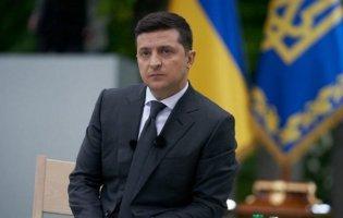 Президент Зеленський випадково «склав з себе повноваження»