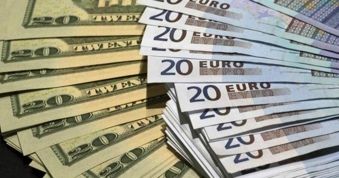 Астролог попередив про обвал долара і євро