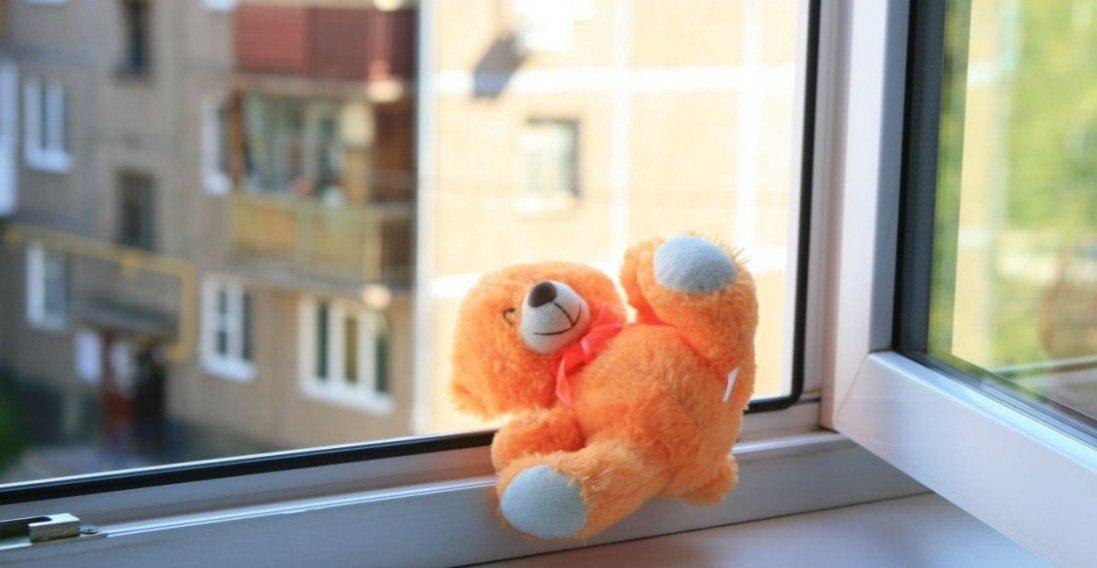 В Одесі 4-річний хлопчик розбився після падіння з вікна багатоповерхівки