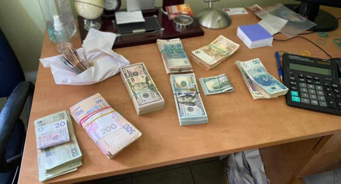 У Львові виявили склад контрабандних цигарок на 18 мільйонів