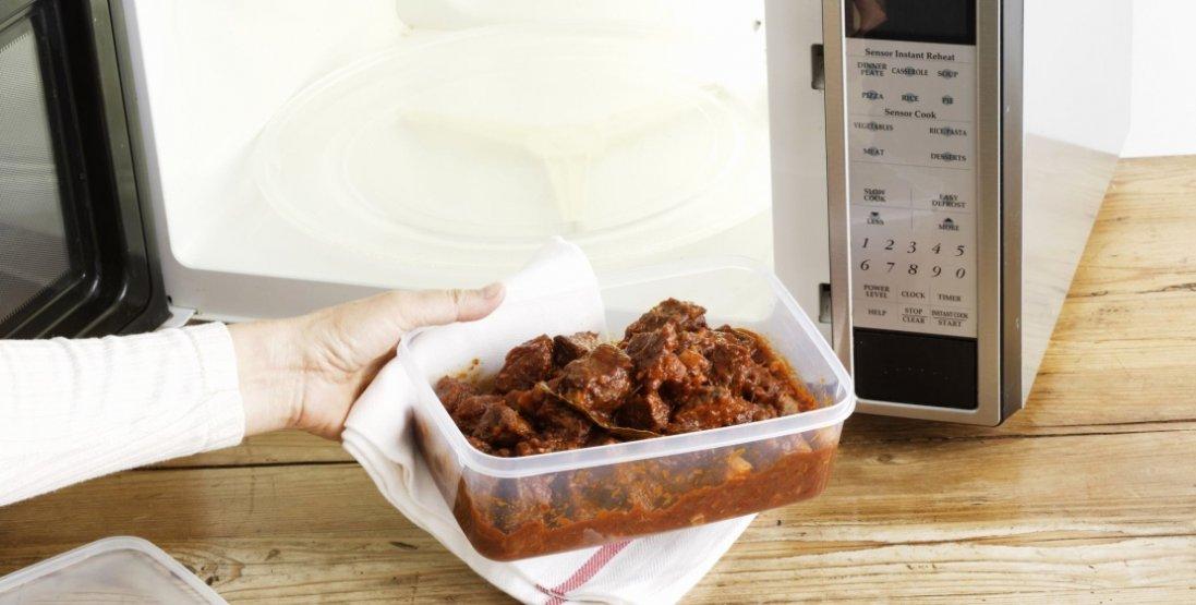 Який посуд не можна використовувати для нагрівання їжі