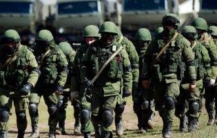 Табір на 3 кілометри: Росія стягнула військову техніку до кордону з Україною