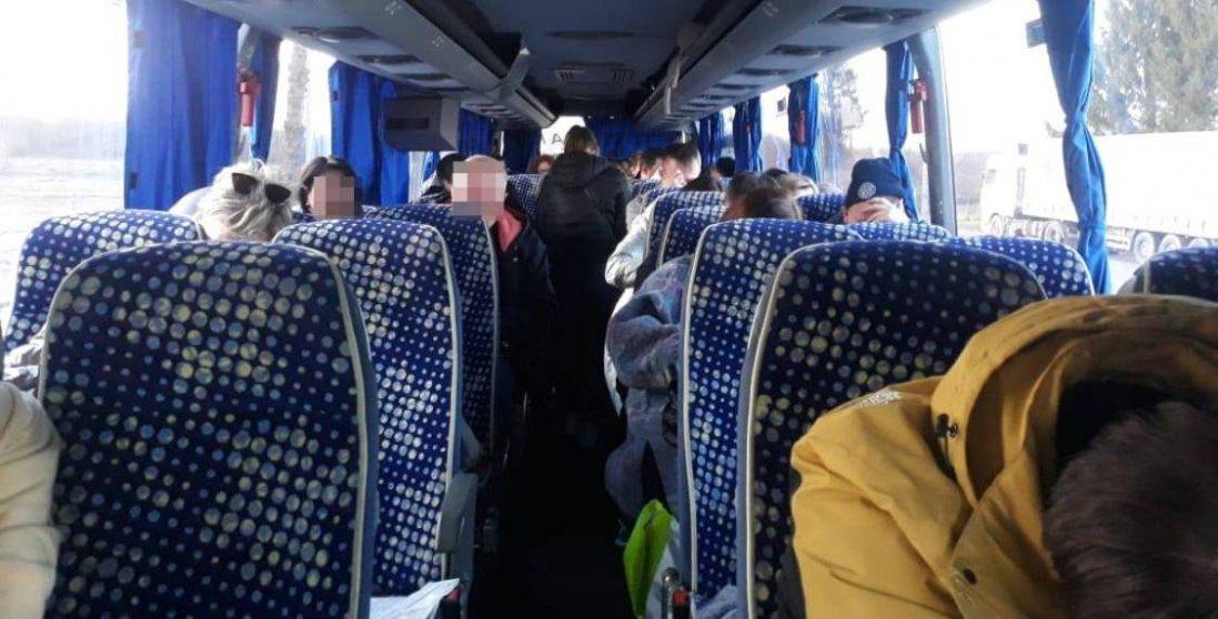 На Волині затримали автобус із громадянами Білорусі через  фальшиві довідки про Covid-19