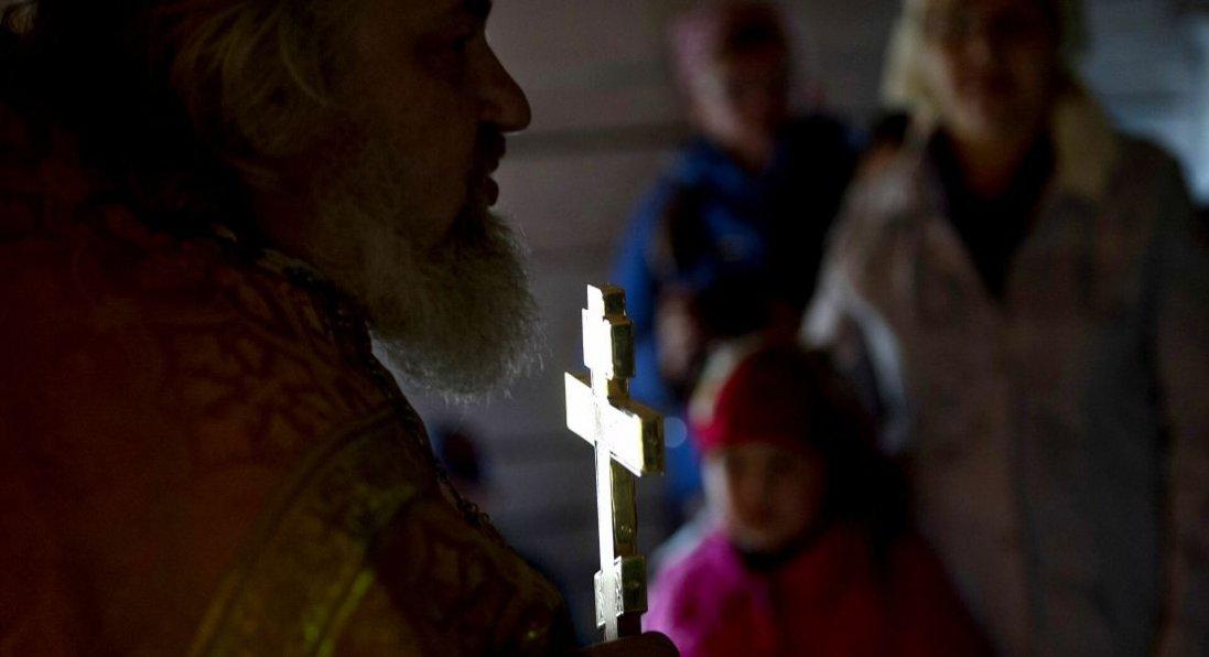 Одяг для священників магістр богослов'я шиє на прабабусиній машинці