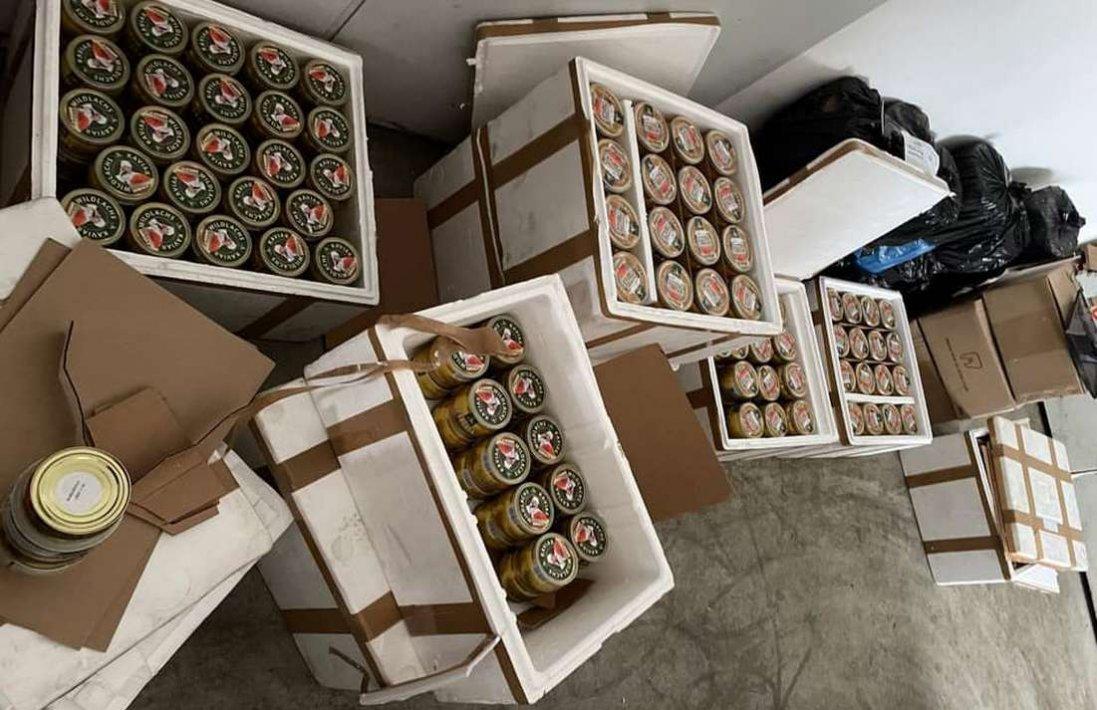 Митники «Ягодина» вилучили понад 500 банок контрабандної лососевої ікри