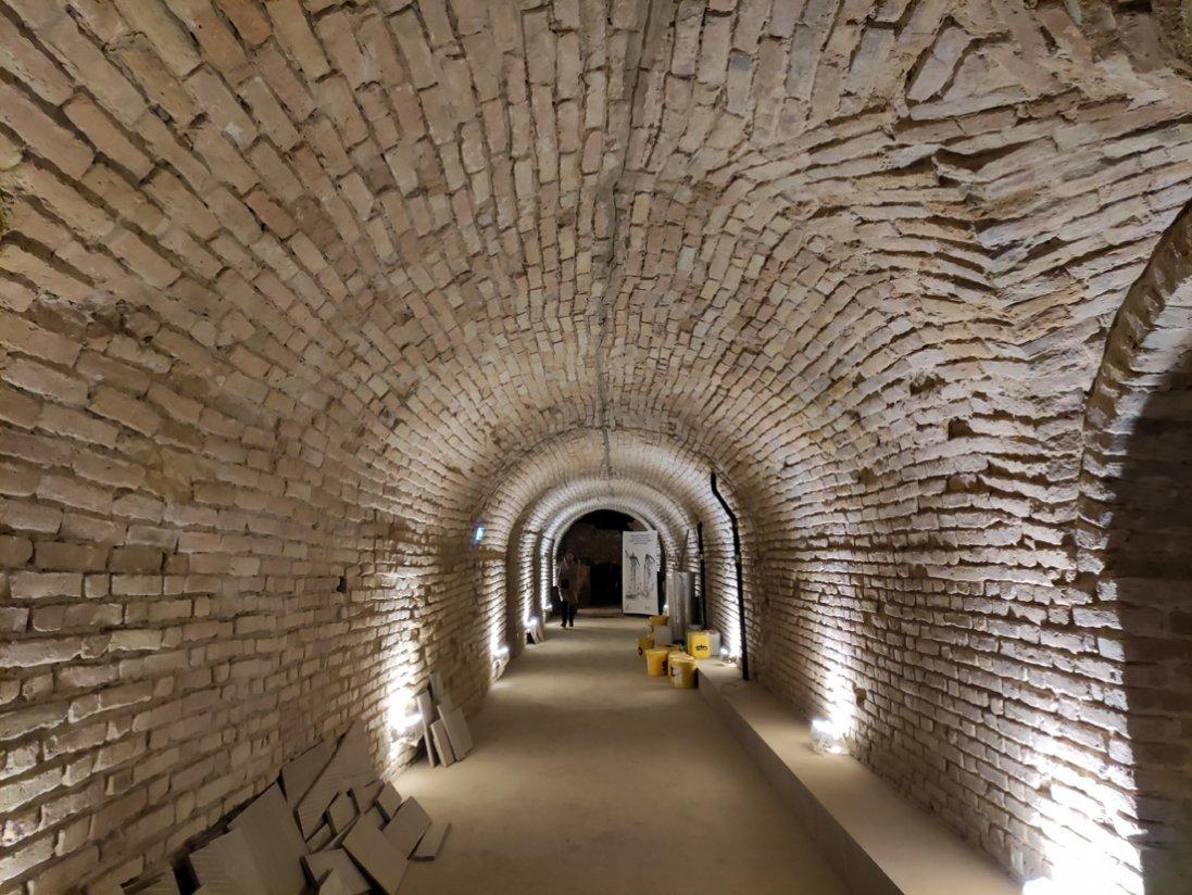 Під стінами Луцького замку розкопали таємне підземелля!