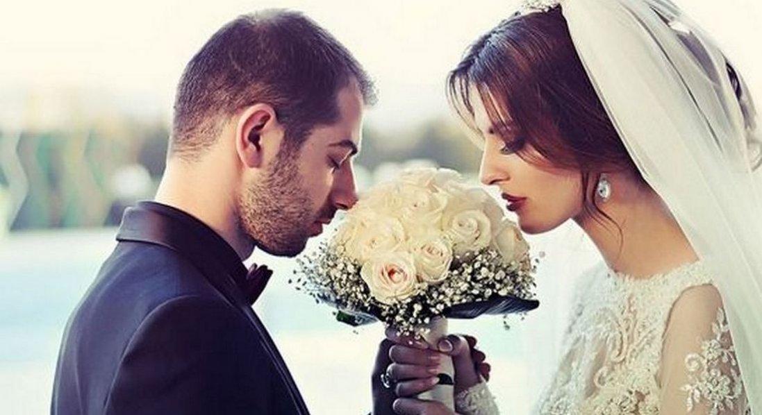 Зустрічалась з одним, літала на відпочинок з другим, а вийшла заміж за третього