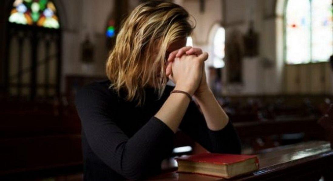 Помираючи на лікарняному ліжку, поклала на груди Біблію, побачила Ісуса та зцілилася