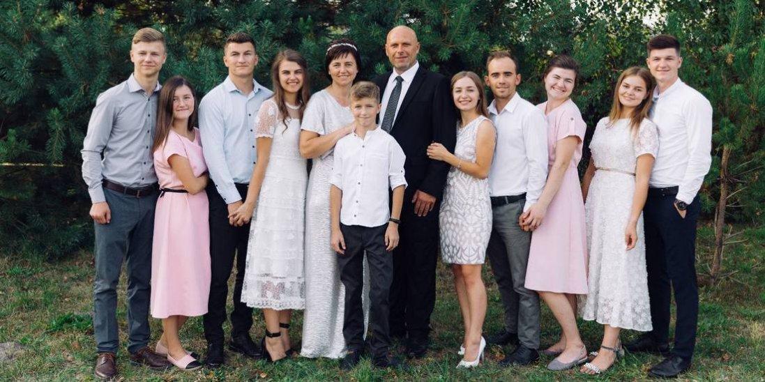 Вдову з шістьма дітьми та вдівця з єдиною донькою Бог поєднав любов'ю та шлюбом