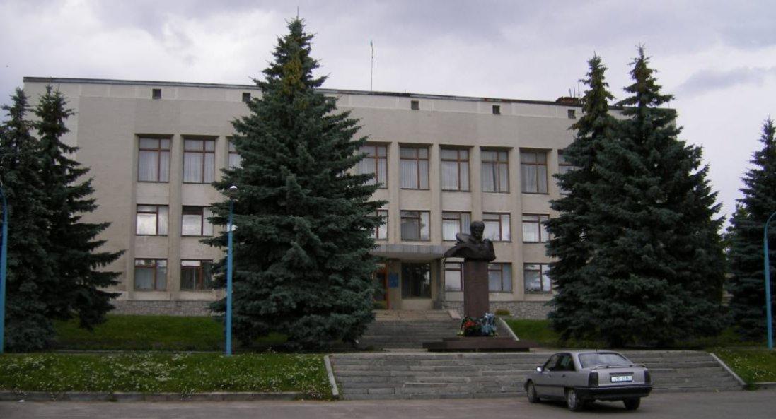 На Горохівщині влада паралізує роботу шкіл