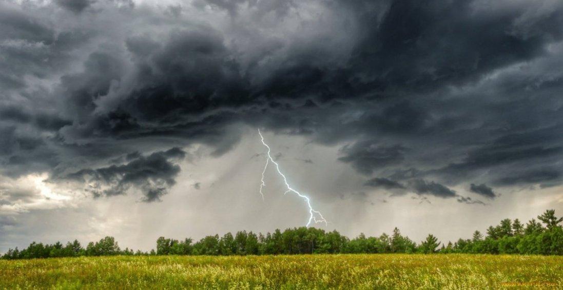 Погода на травневі вихідні: частинуобластей накриють грози