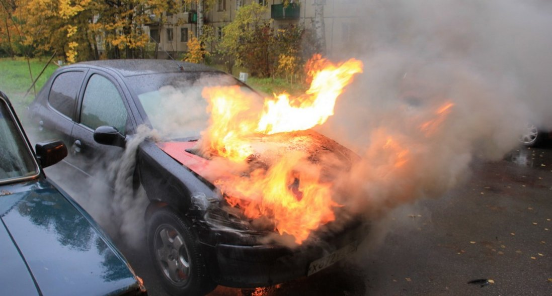 У Луцьку вночі згорів автомобіль (відео)