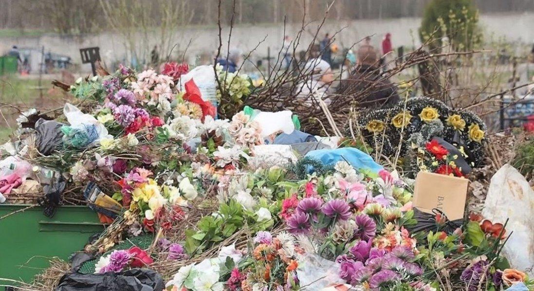 Чому штучні квіти на могилах – то гріх проти Бога і проти людей