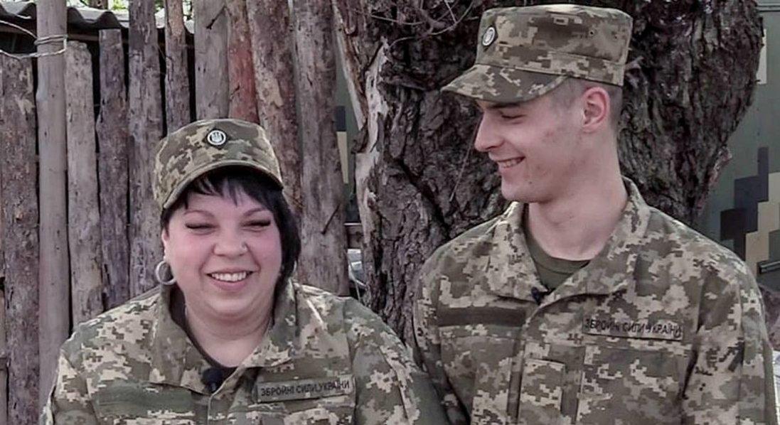 На Донбасі одружилася пара військових з Волині