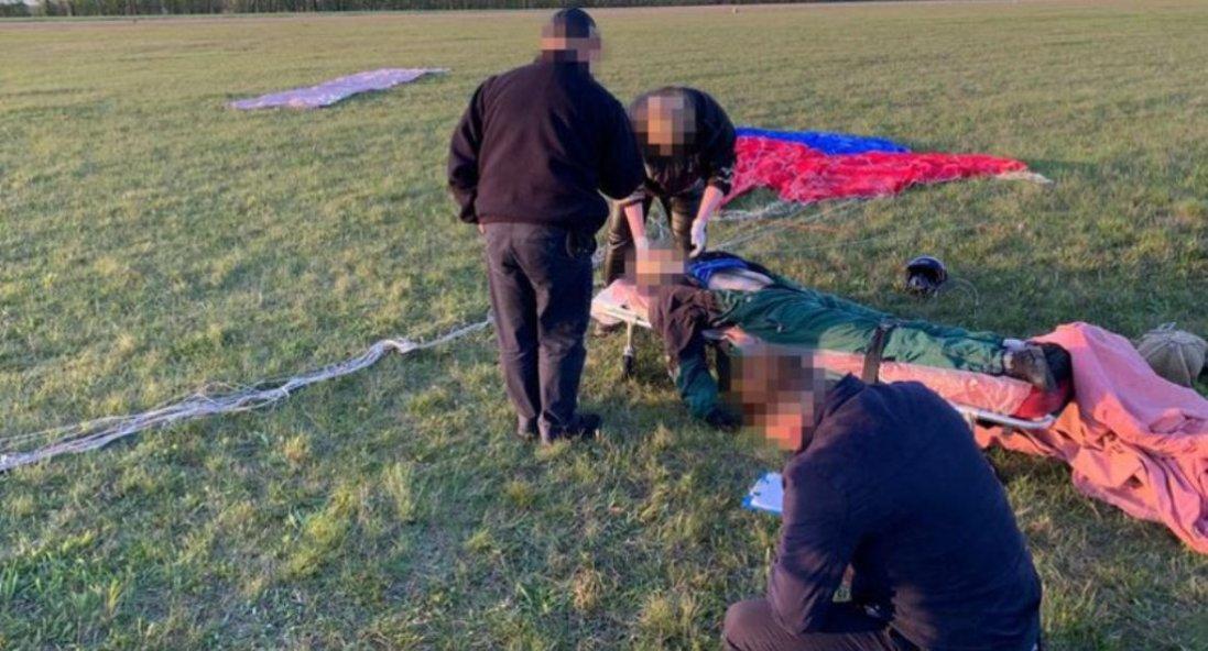На Чернігівщині в рятувальника не розкрився парашут: він загинув