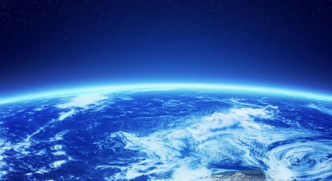 Де може впасти гігантська ракета, яка з шаленою швидкістю летить на Землю