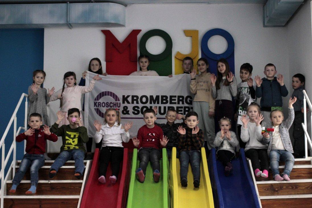 Як діти працівників «Кромберг енд Шуберт Україна Лу» робили солодкі подарунки мамам (фото)