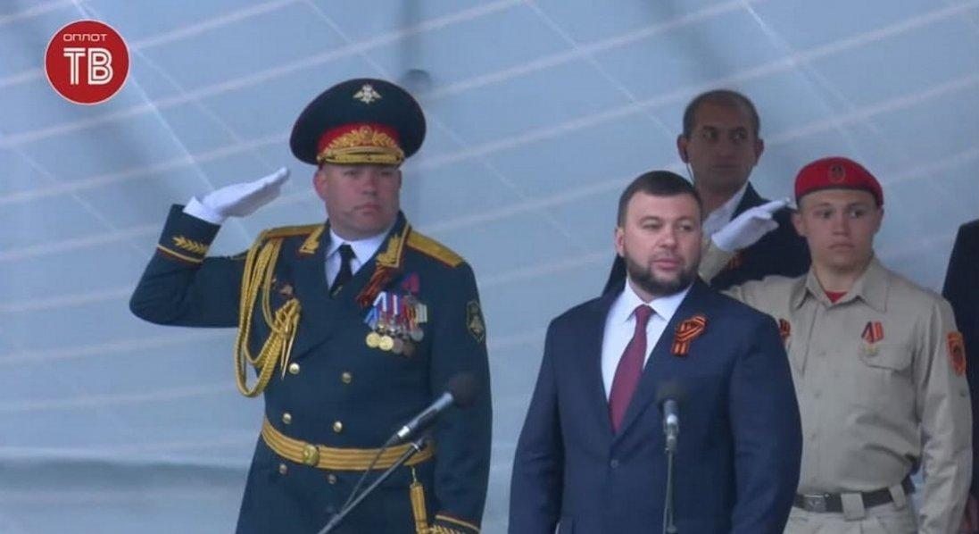 Окупаційна «ДНР» провела військовий парад в Донецьку з глядачами