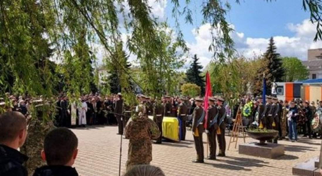 На Житомирщині попрощалися з військовим, який загинув на Донбасі