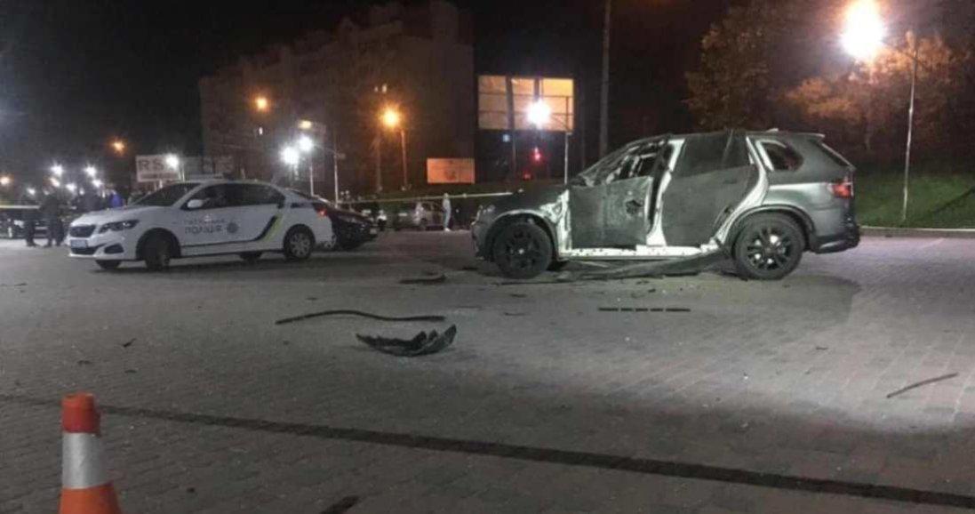 На Прикарпатті з гранатомета обстріляли авто