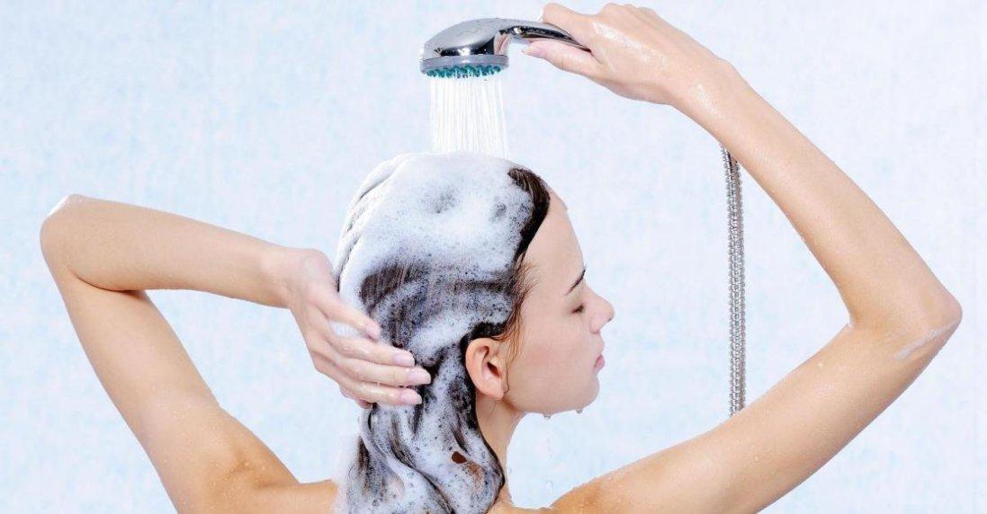 Як правильно мити двометрове волосся: секрет від моделі