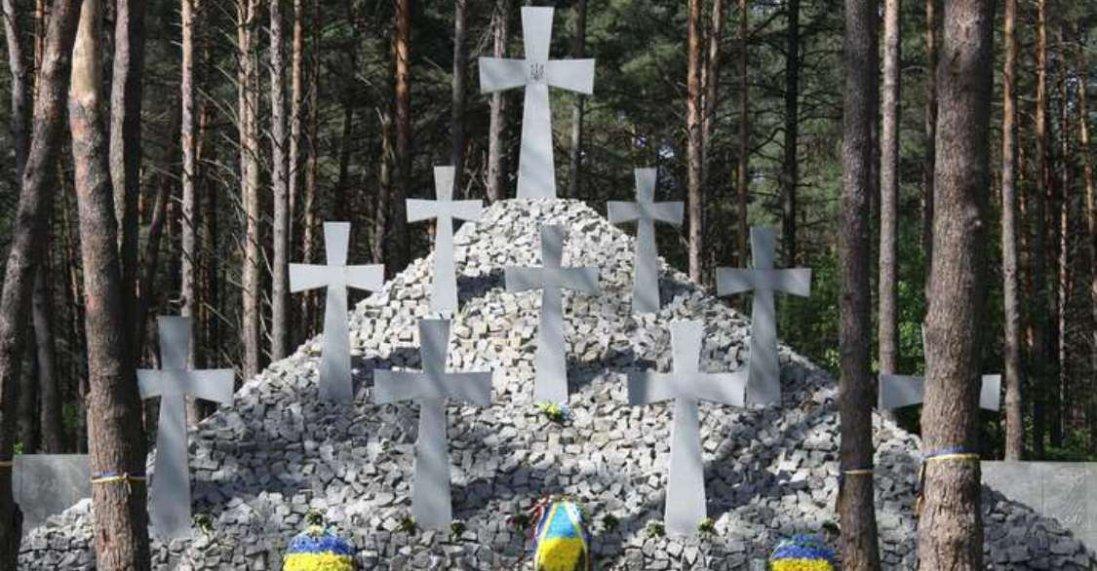 «Схиляємо голови перед тими, хто пережив пекло», – Зеленський вшанував пам'ять жертв політичних репресій