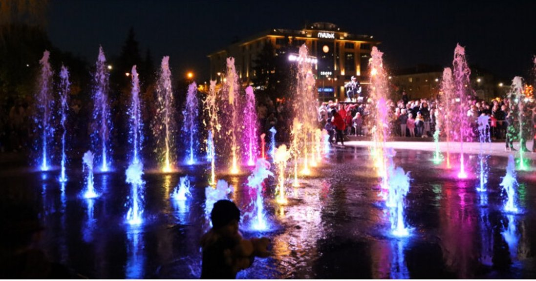 У Луцьку до Дня Європи презентували світломузичний фонтан