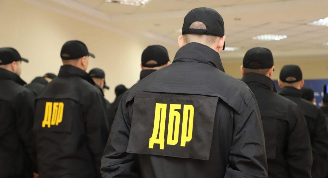 ДБР затримало митників, які організували масштабну схему: привозили авто з Грузії із заниженням мита