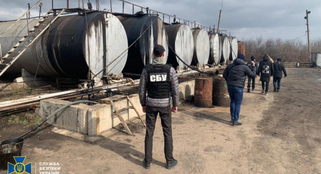 На Кіровоградщині викрили нелегальний нафтопереробний завод, де було продукції на 5,7 млн грн