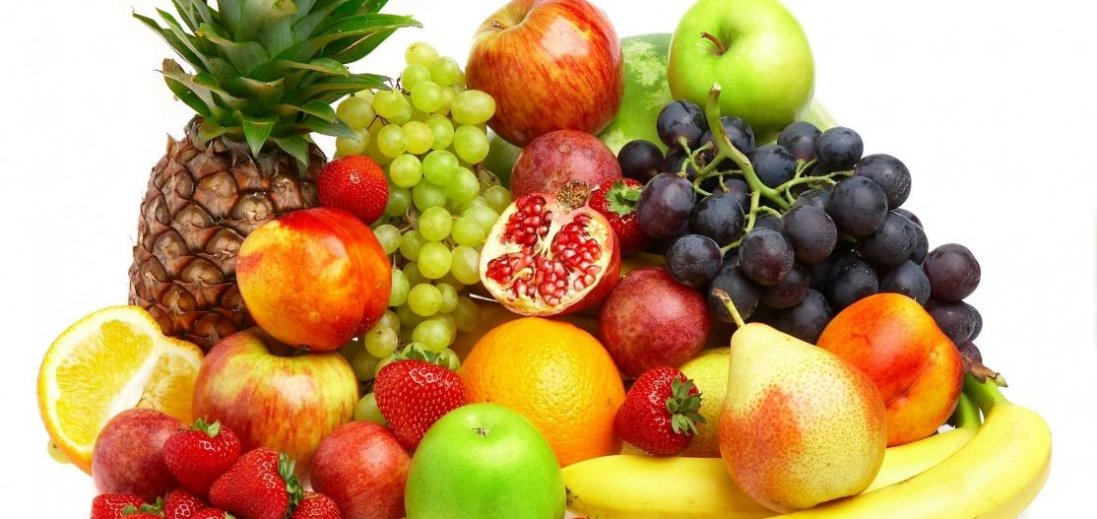 Які фрукти і ягоди треба їсти з кісточками