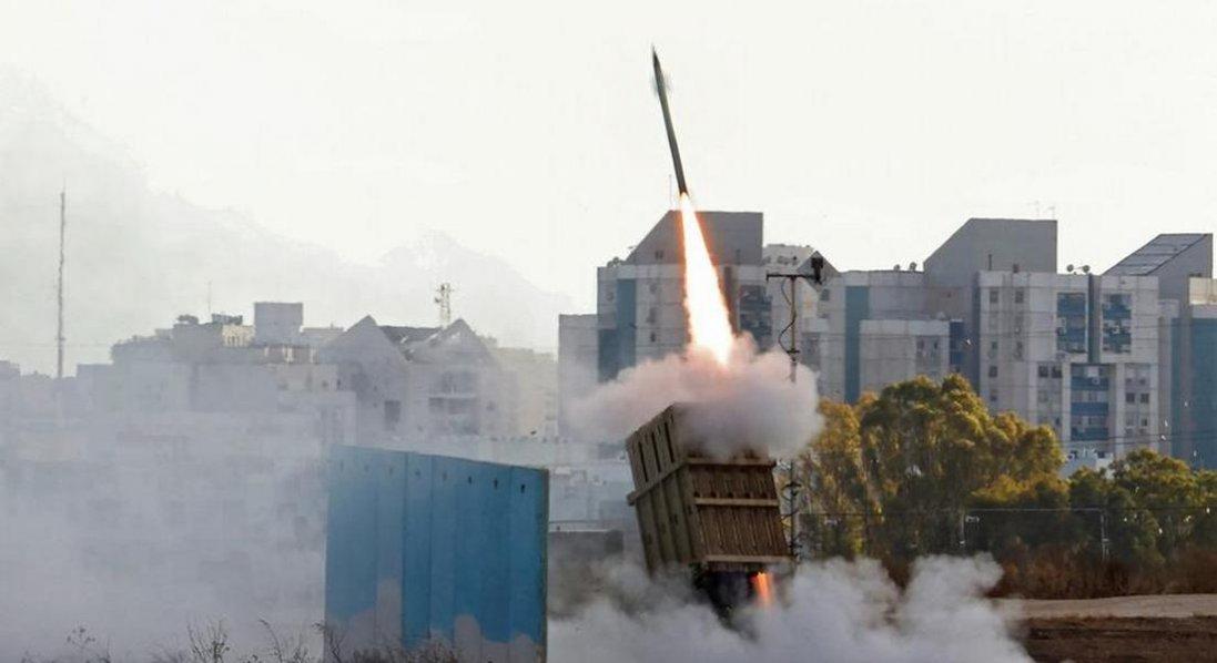 Ракетні атаки на Ізраїль з Сектора Гази та Лівану тривають