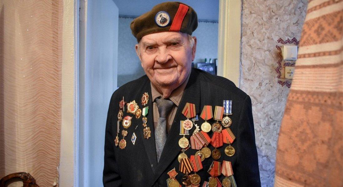 У 95 років пише книги і мріє про перемогу над ворогами України